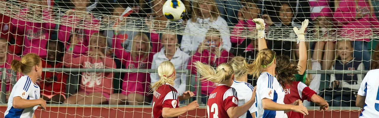 Naisten jalkapallo-ottelu