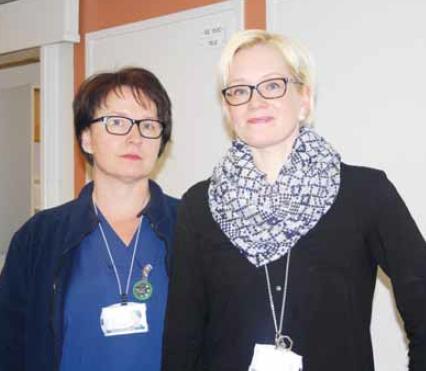 Oulun yliopistollisen sairaalan yhteispäivystyksessä vs. osastonhoitajana työskentelevä Marika Kivirinta ja PPSHP:n työsuojeluvaltuutettu Petra Neitola.
